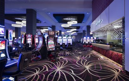 Enjoy Playing The Casino Game In Online Platform With Many Rewards